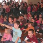 les enfants aiment la magie de Yogane