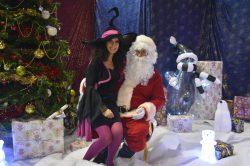 Le Père Noel et Yogane la magicienne dans Ma Sorcière Préférée Spectacle magie enfants à Champan