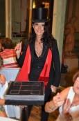 Magicienne Yogane en magie de close up pour mariages et entreprises