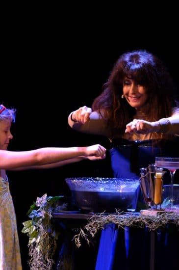 Ma Sorcière Préférée 2 par Yogane magicienne - spectacle de ma gie tout public - Photographe : Thomas Thiébaut - http://www.theia-consultant.com