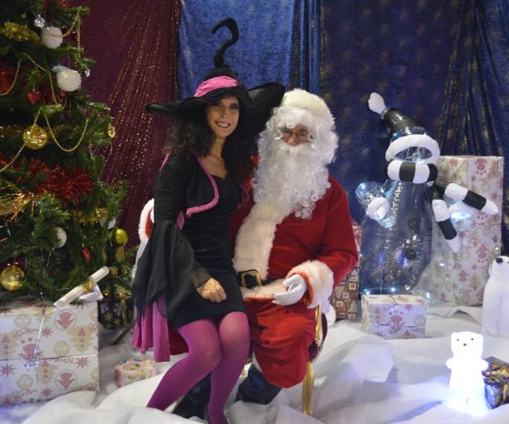 Le Père Noel et Yogane la magicienne dans Ma Sorcière Préférée Spectacle magie enfants à Champlan