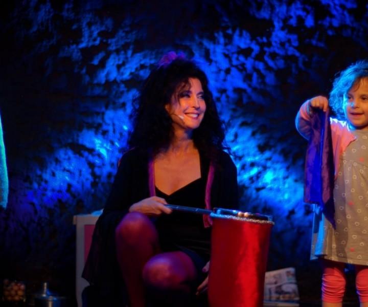 Yogane magicienne - spectacle de magie pour enfants à Paris et dans toute la France